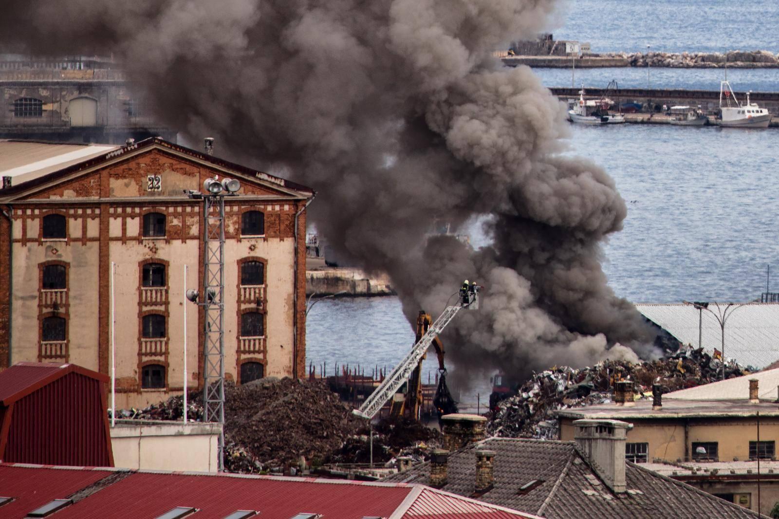 Rijeka: U teretnoj luci gorio metalni otpad