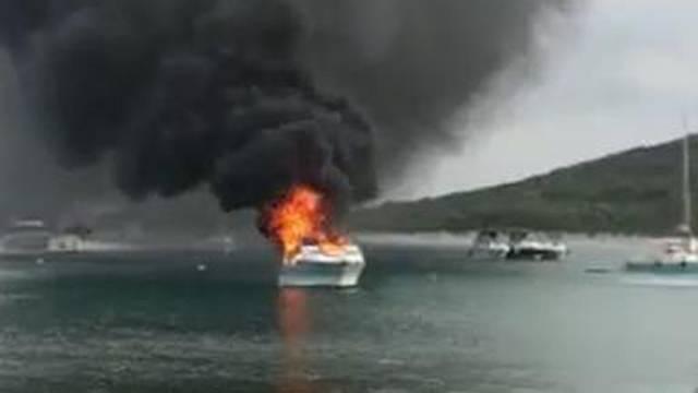 Zapalila se jahta kod Zadra: 'Vidjeli smo dim i čuli krik'