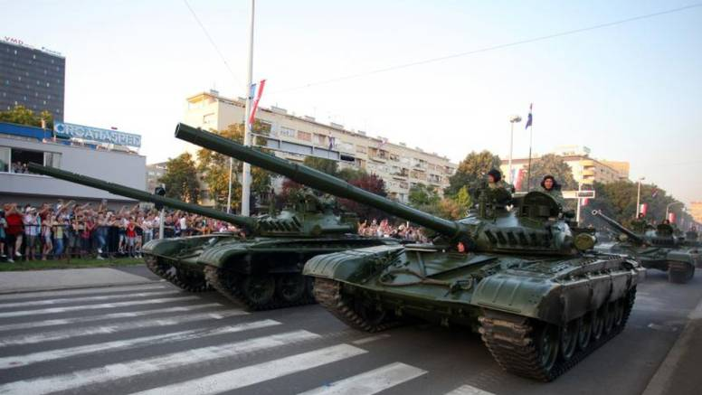 Spektakularna vojna parada: Zadnji u koloni prošli tenkovi