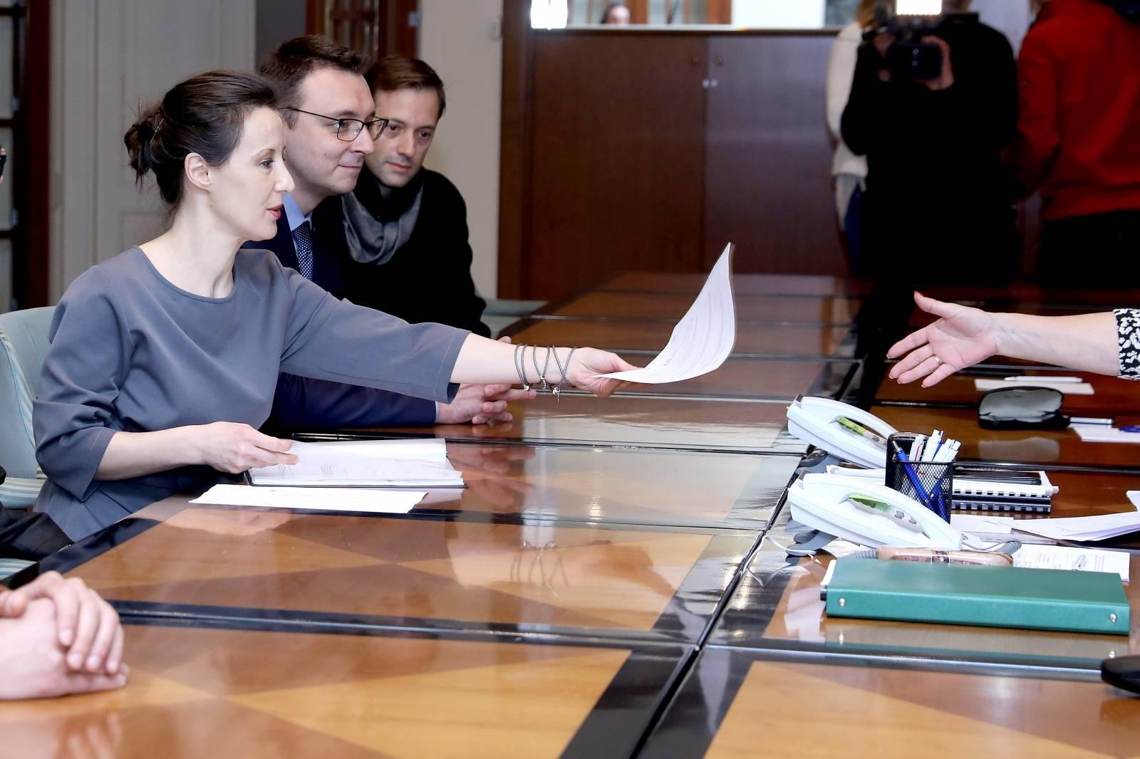Predstavnici stranke Start s Dalijom Orešković na čelu predali kandidacijske liste za EU parlament