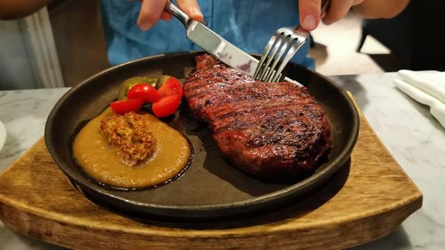 Koliko crvenog mesa je u redu, a koliko je previše u prehrani