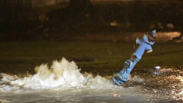 Kamion se zabio u hidrant kod Arene: Borili se s bujicom vode
