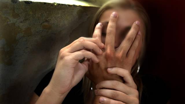 Mladić (29) napao staricu (93): Pokušao ju je silovati na livadi!