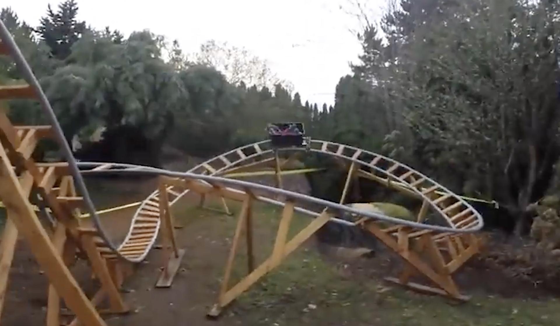 Unucima napravio 'vlak smrti' u dvorištu: 'Sve je jako sigurno...'
