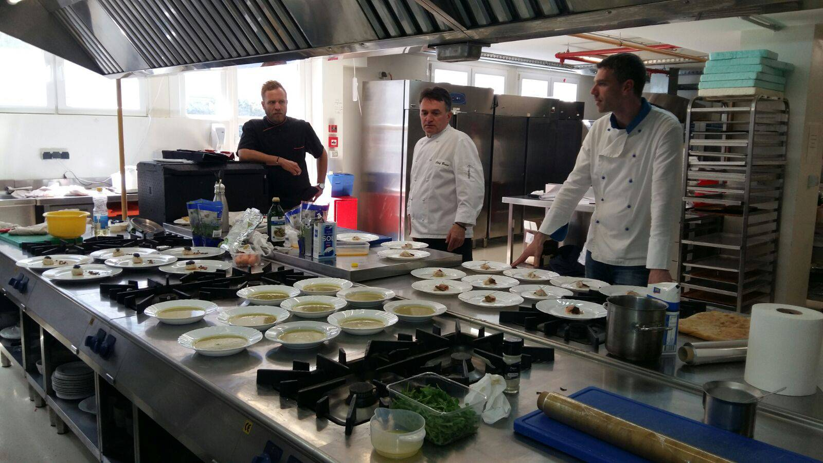 Zvijezda TV kuhanja učila ih je praviti carpaccio od škampa