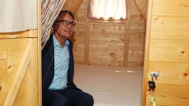 Gari Capelli posjetio Karlovačku županiju i obišsao kamp Slapić u Belavicima