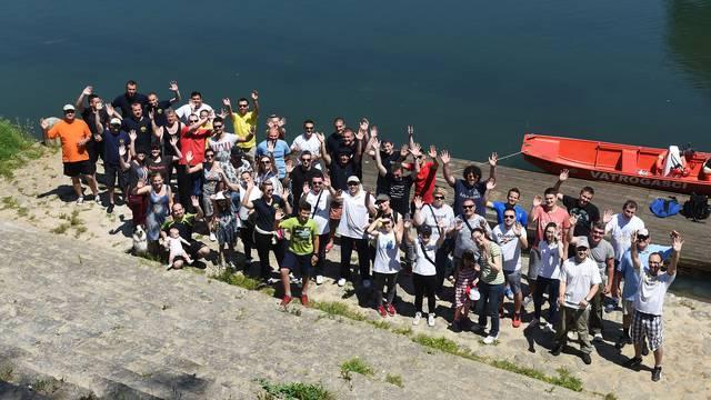 Volonteri u Karlovcu očistili obale rijeke Kupe