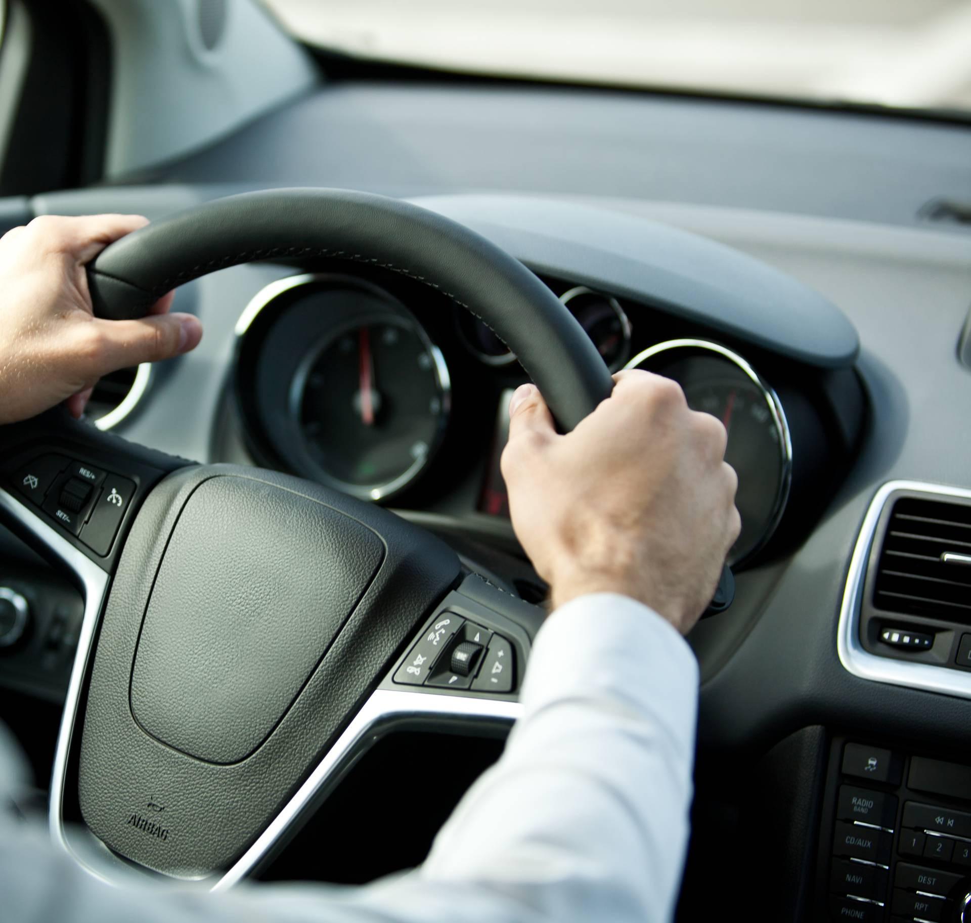 Način držanja volana otkriva jeste li lider, paničar, hranitelj...