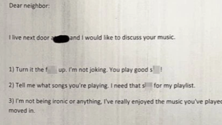 Pustio glasnu muziku i dobio pismo od susjeda: Ono što je pročitao ga je sasvim iznenadilo