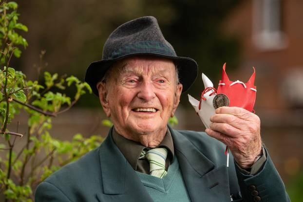 Za svoj 100. rođendan dobio posebnu kraljevsku kovanicu