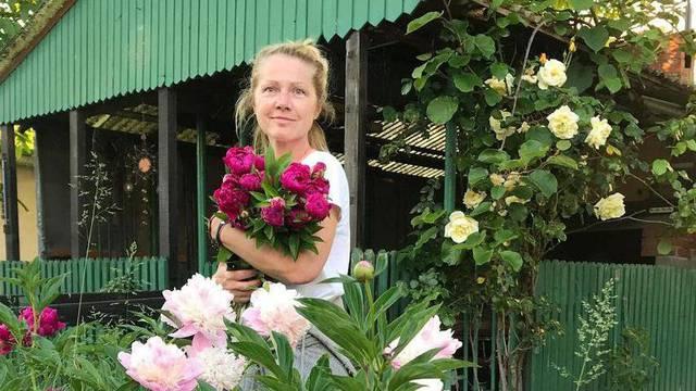 Barbara u opuštenom izdanju među cvijećem, za sve kriv tata