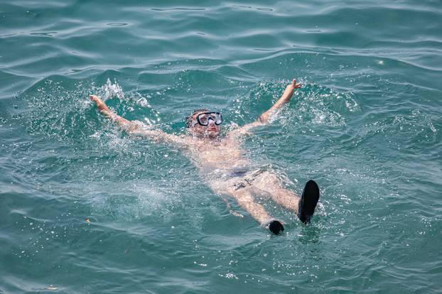 Dubrovnik: Spas od velikih vrućina monogi potražili u moru ili na gradskim fontanama