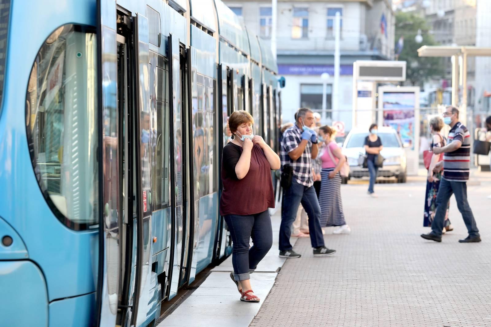 Zagreb: Prvi puta nakon prekida prometa zbog pandemije i potresa tramvaji voze centrom grada