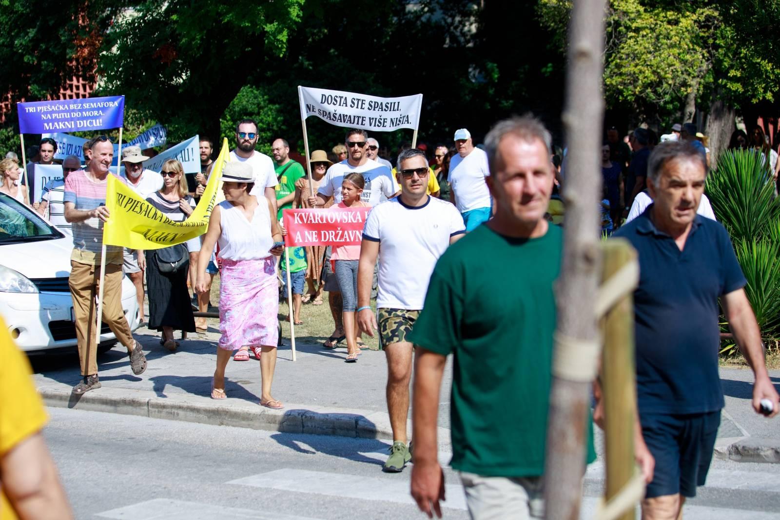 Split: Prosvjed stanara GK Bačvice zbog nove regulacije prometa kroz trajektnu luku