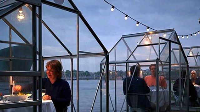 Restoran u Amsterdamu goste prima u 'staklenicima' za dvoje