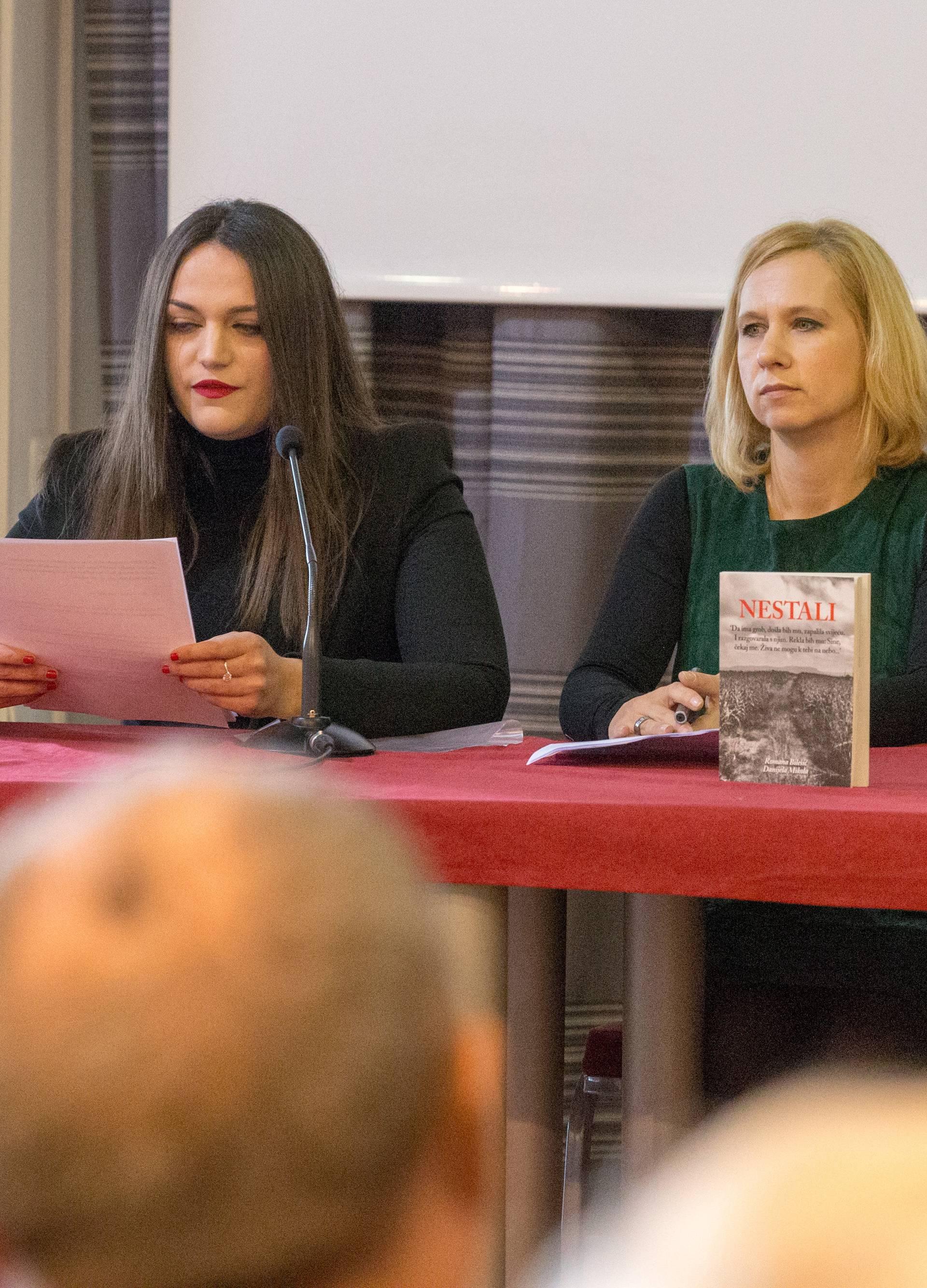 Članovi obitelji nestalih pratili su promociju knjige u suzama