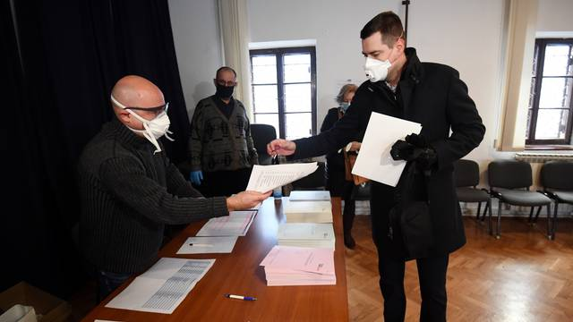 Zagreb: Mislav Herman glasovao je na unutarstranačkim izborima u HDZ-u