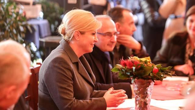 Zagreb: Grabar-Kitarović uz veliku podršku na prikupljanju potpisa za kandidaturu