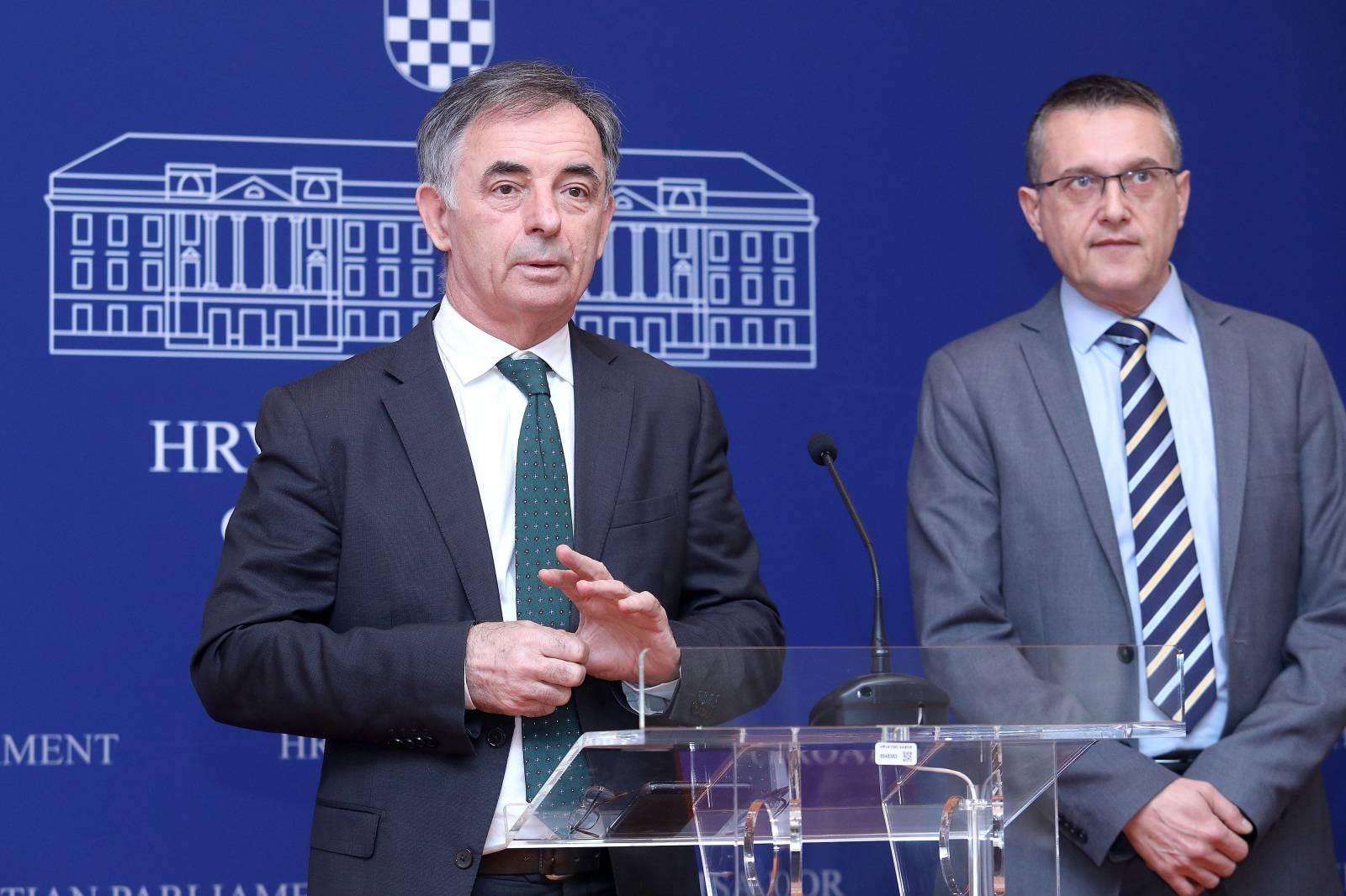 Zagreb: Milorad Pupovac i Goran Beus Richembergh održali konferenciju za medije u Saboru