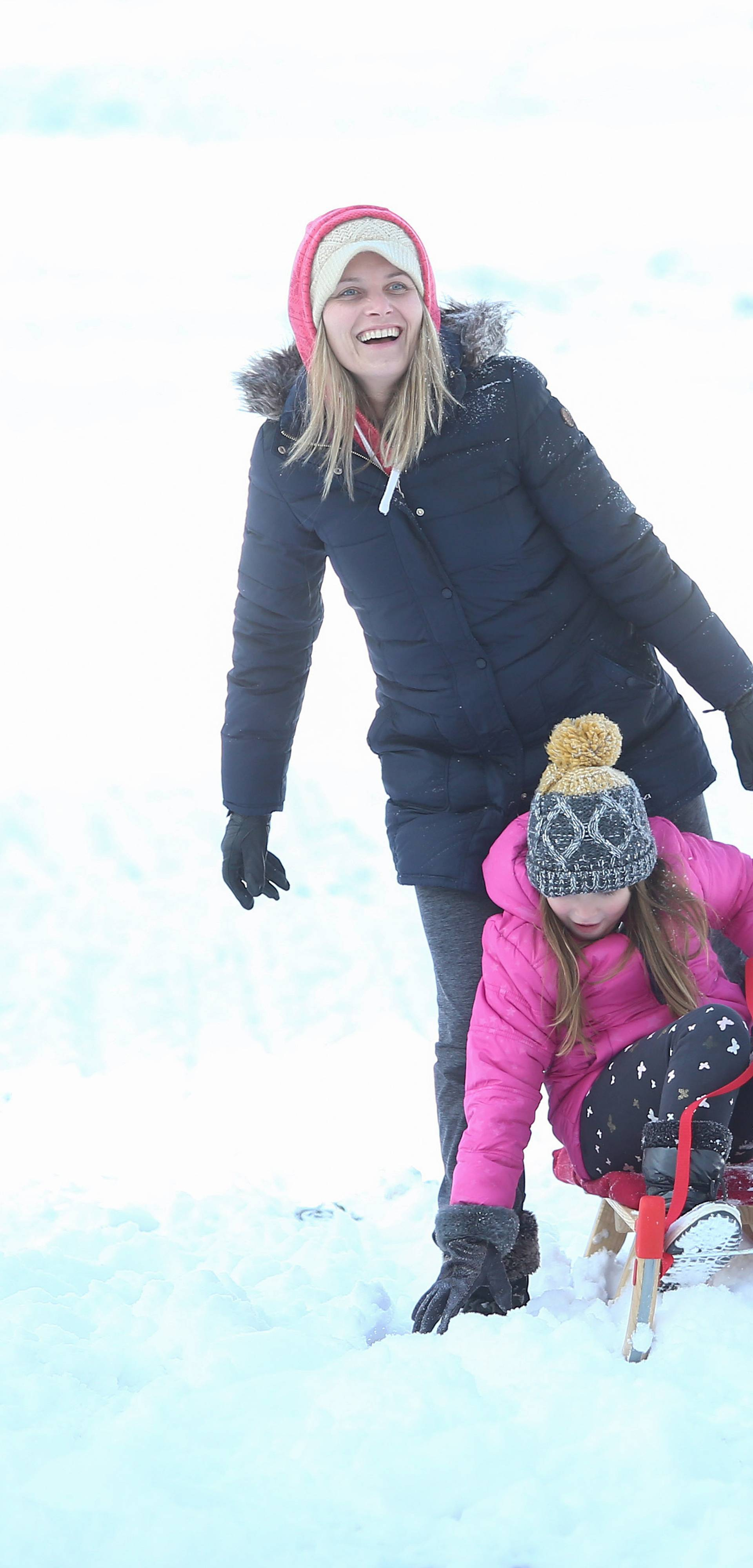 Sunčana subota i snijeg na Sljemenu prava su kombinacija za dobar provod