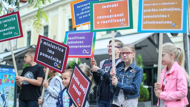 'Svake godine ista borba. Naša djeca ne mogu bez pomoćnika'