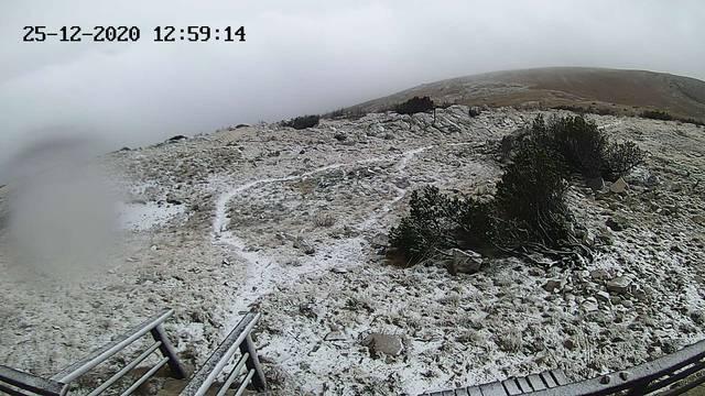 Na Dinari počeo padati snijeg, za sutra upaljen crveni alarm