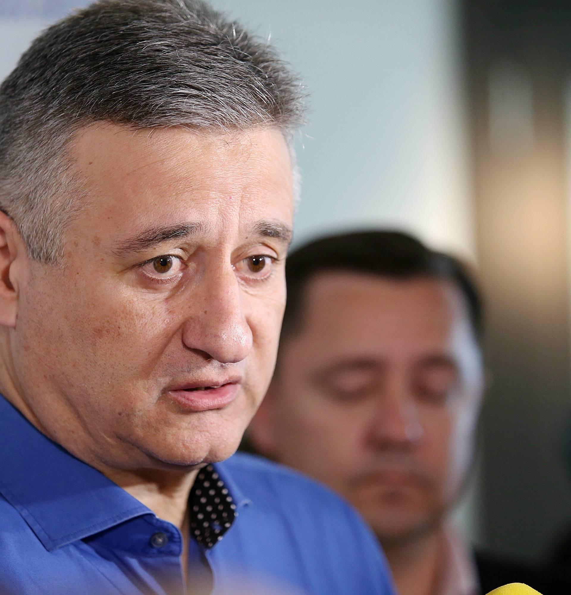 Ništa o ultimatumu: Šef HDZ-a čestitao majkama Majčin dan