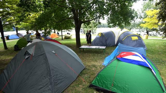Zagreb: Prvi posjetitelji INmusic festivala smjestili se u kamp i raskomotili