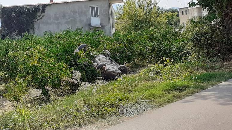 U nesreći u Metkoviću poginuo muškarac: Izletio je s ceste, a potom ga je prikliještilo vozilo