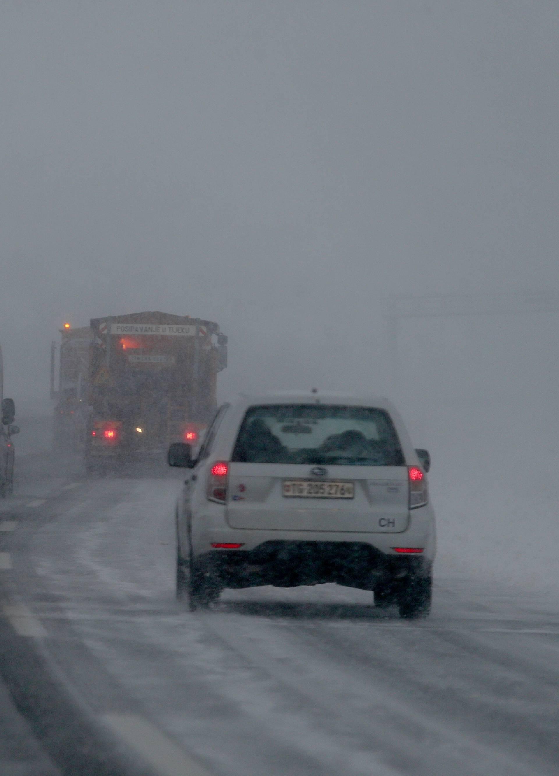 Zima nije lav: Sedam ključnih savjeta za vožnju  po snijegu