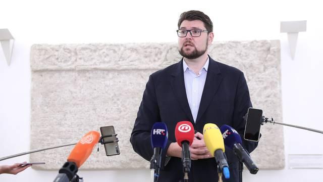 Zagreb: Predsjednik SDP-a Peđa Grbin u Saboru održao konferenciju za medije