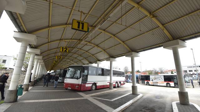 Frka u Zadru: Cure se mlatile pa vrijeđale policiju na peronu
