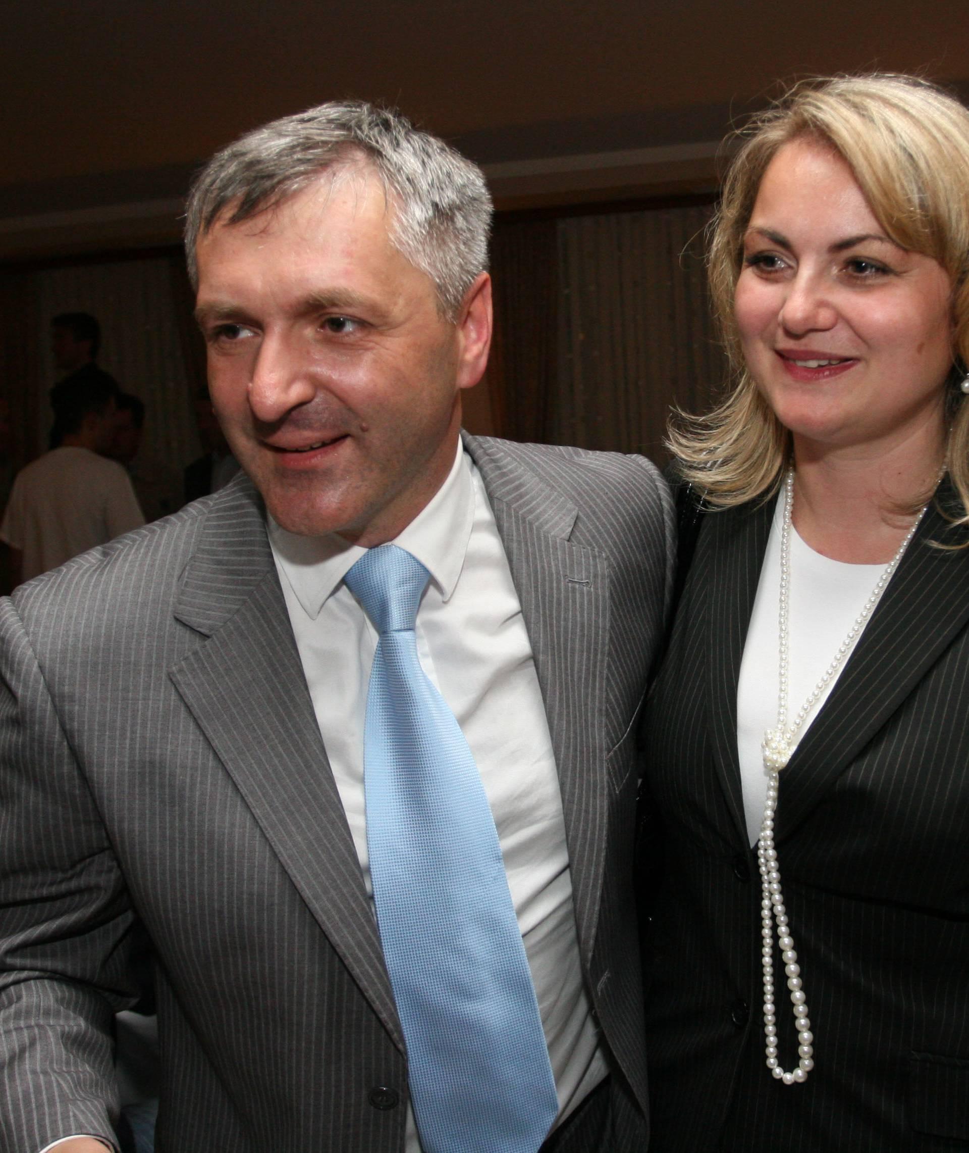 Vrijedi 201.000 kn: Barišići su kupili i prijavili crni Mercedes