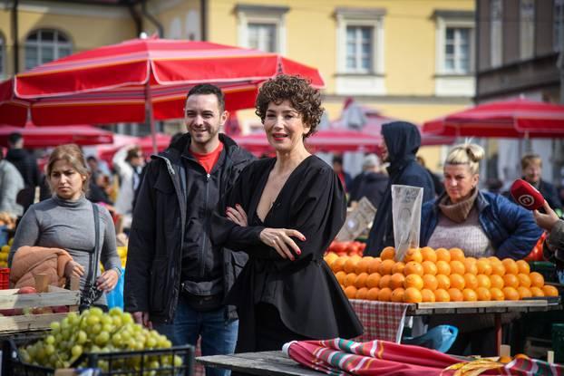 Zagreb: Ecija Ojdanić izvela kratki performans uoči 80. izvedbe monodrame Vla Vla Vlajland cabare