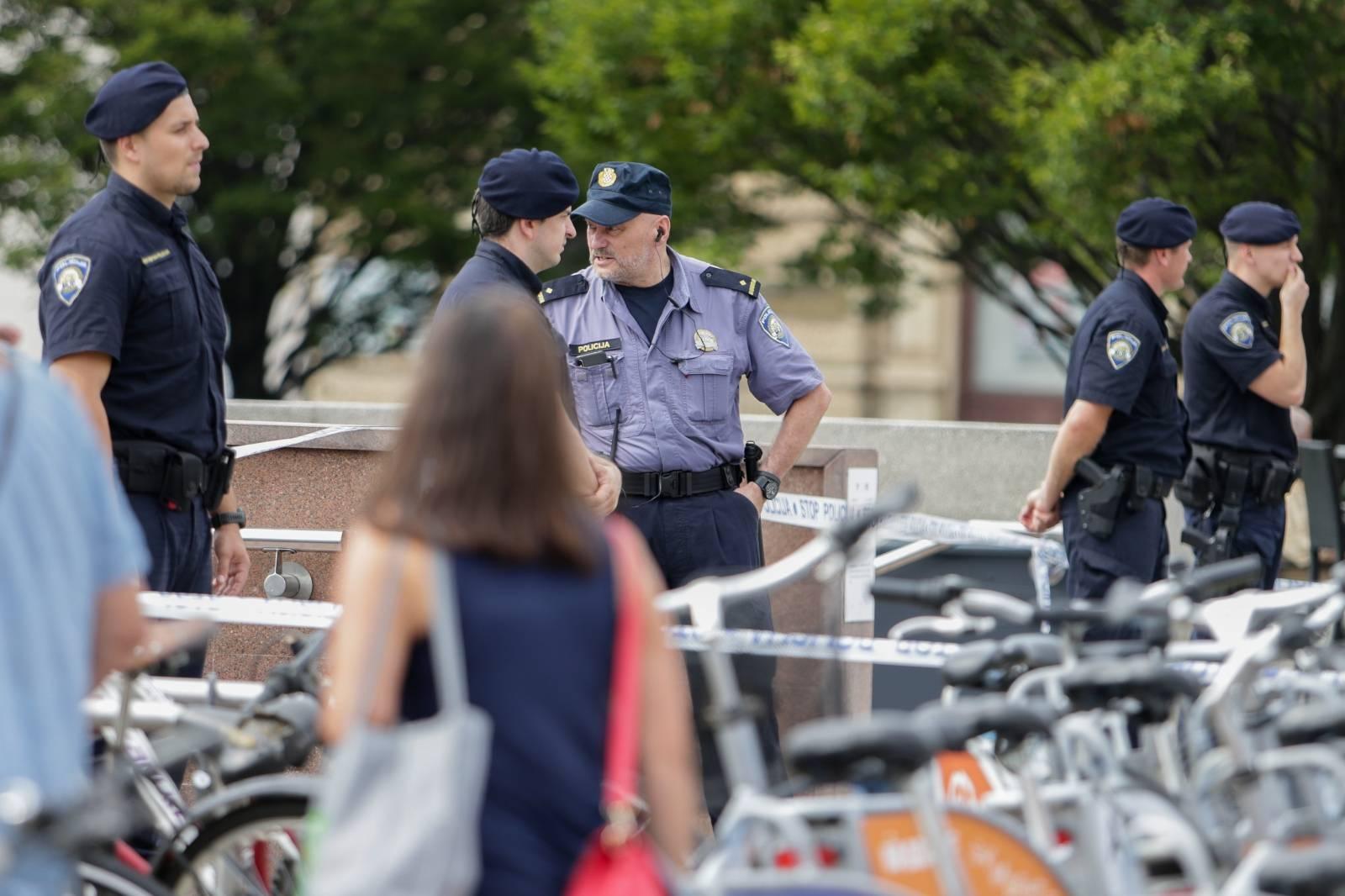 Zagreb: Policija evakuirala ljude iz Importanne centra zbog dojave o bombi