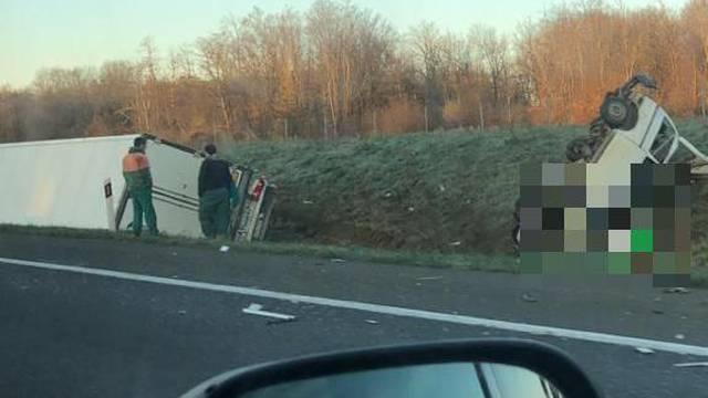 Poginuli čekajući pomoć: Vozač se spasio jer je nekoliko sekundi prije nesreće izašao iz kombija