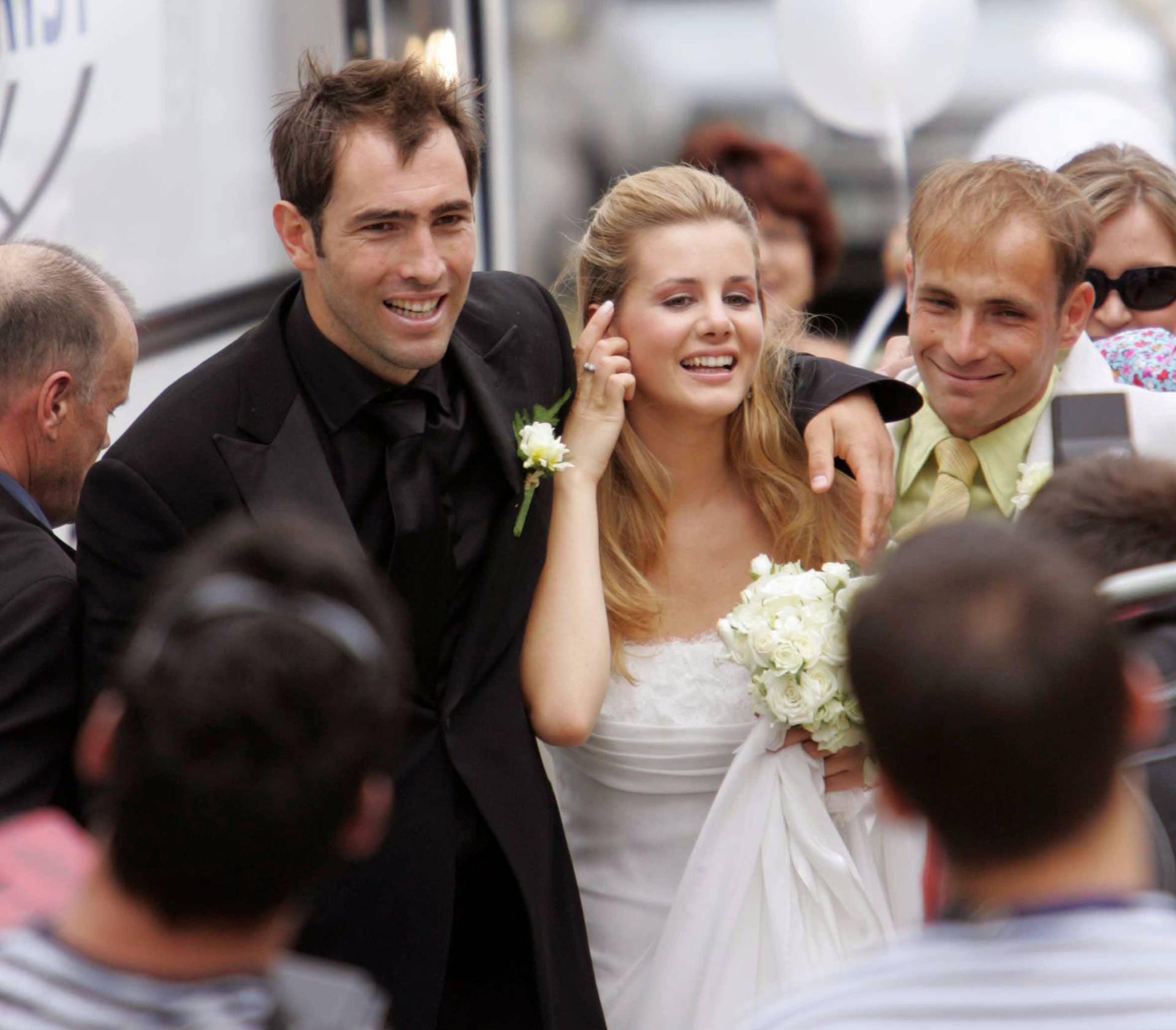Lani razvod nakon 2 mjeseca, a Simona plakala pred vijećnicom