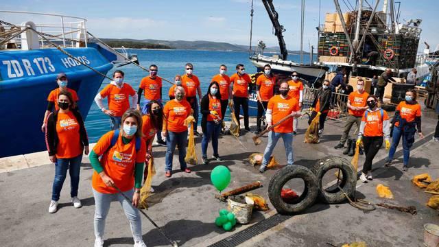 Studenac i ronioci uklonili više od 20 kubika otpada nagomilanog na dnu Jadrana