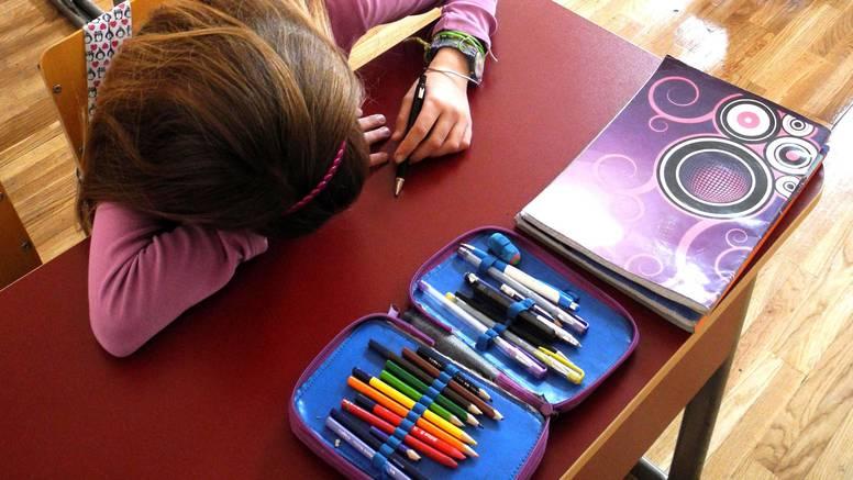 Što možete napraviti ako vaše dijete nema prijatelja u školi - i savjeti što nikad ne treba raditi