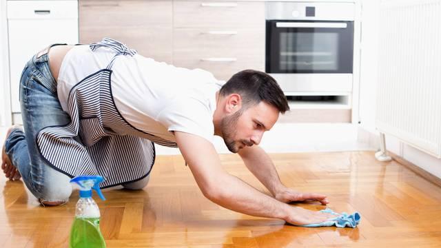 Momci koji pomažu s kućanskim poslovima - češće vode ljubav