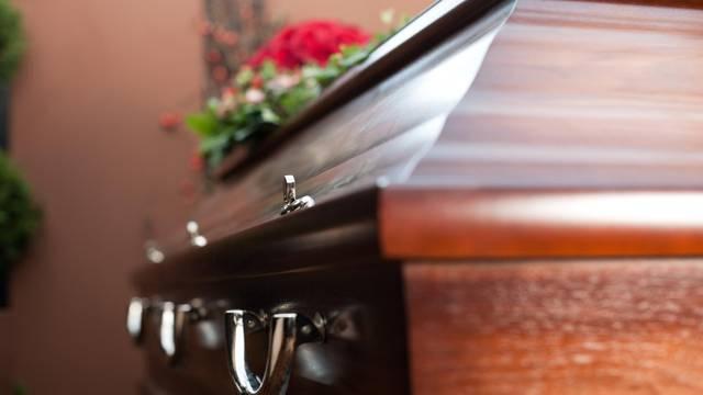 Tri dana ležala u lijesu: Muž u zadnji tren primijetio da je živa