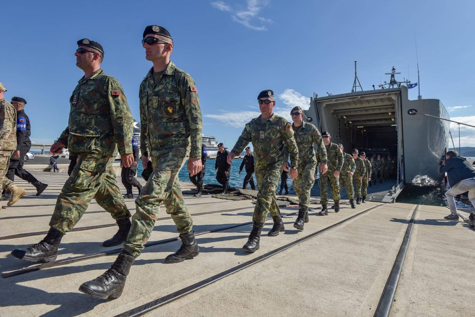Iskrcavanje snaga s brodova HRM-a u Zadru