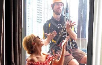 Tome se nije nadao: Prao je prozore pa upoznao pjevačicu