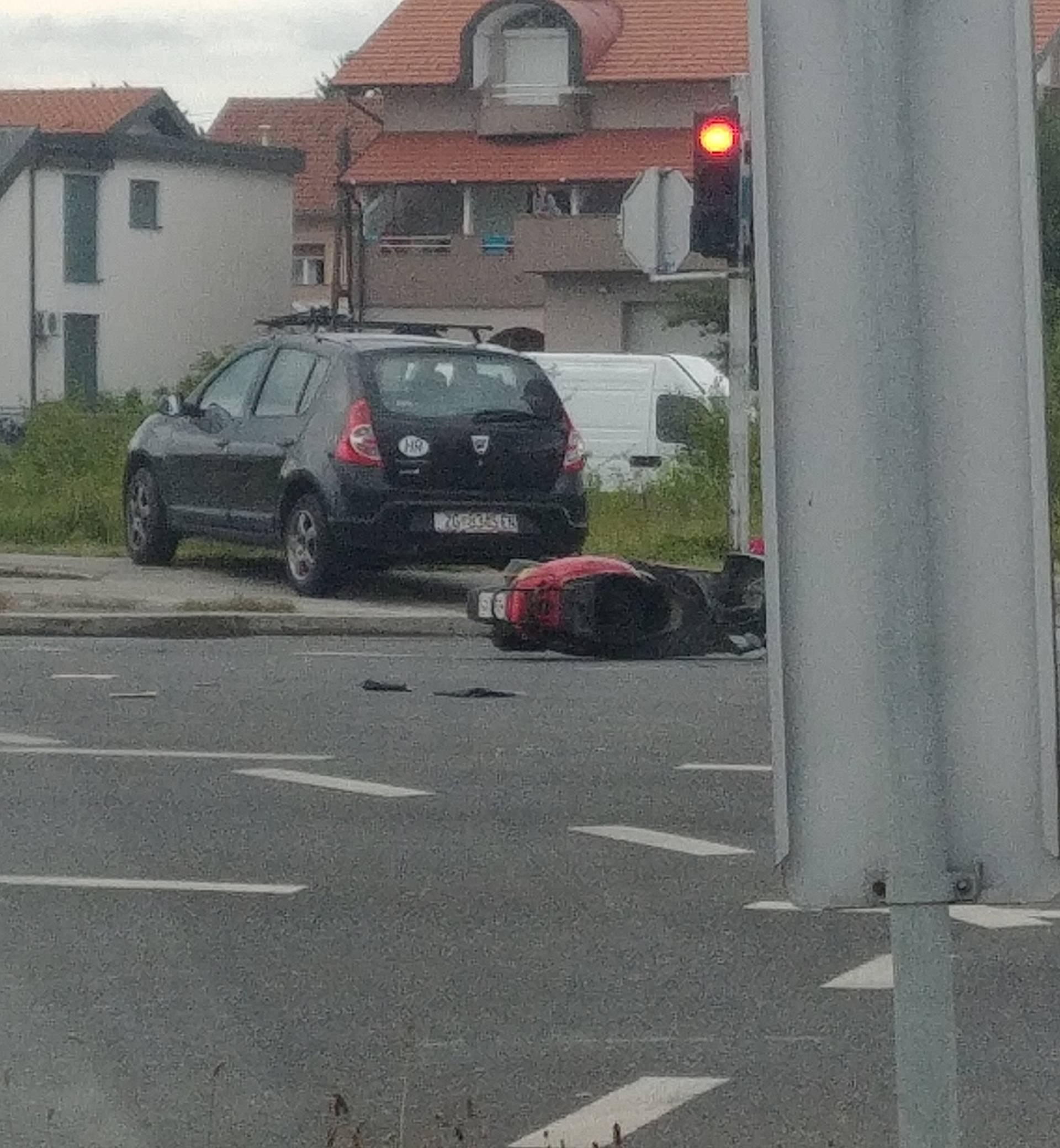 Velika Mlaka: Sudarili se auto i moped, jedan čovjek ozlijeđen