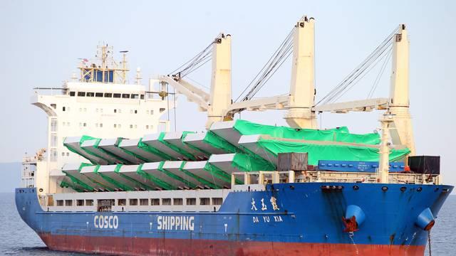 U Ploče stigao kineski brod s dijelovima za Pelješki most