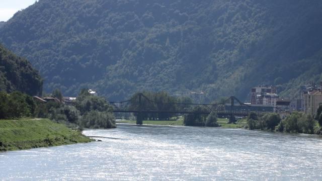 Bacila bebu u Drinu, muž brani ženu: 'Dijete je rođeno mrtvo'