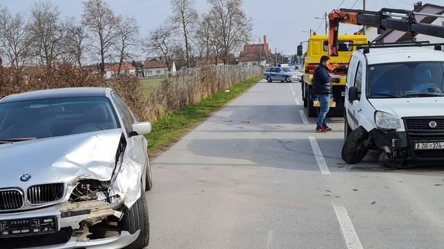 Sudarili su se BMW i dostavno vozilo: Ozlijeđena je vozačica