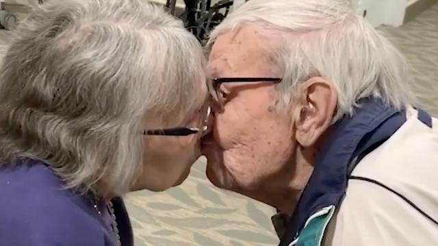 Ponovni susret u suzama: Dva su mjeseca bili razdvojeni zbog korone, a u braku su 70 godina