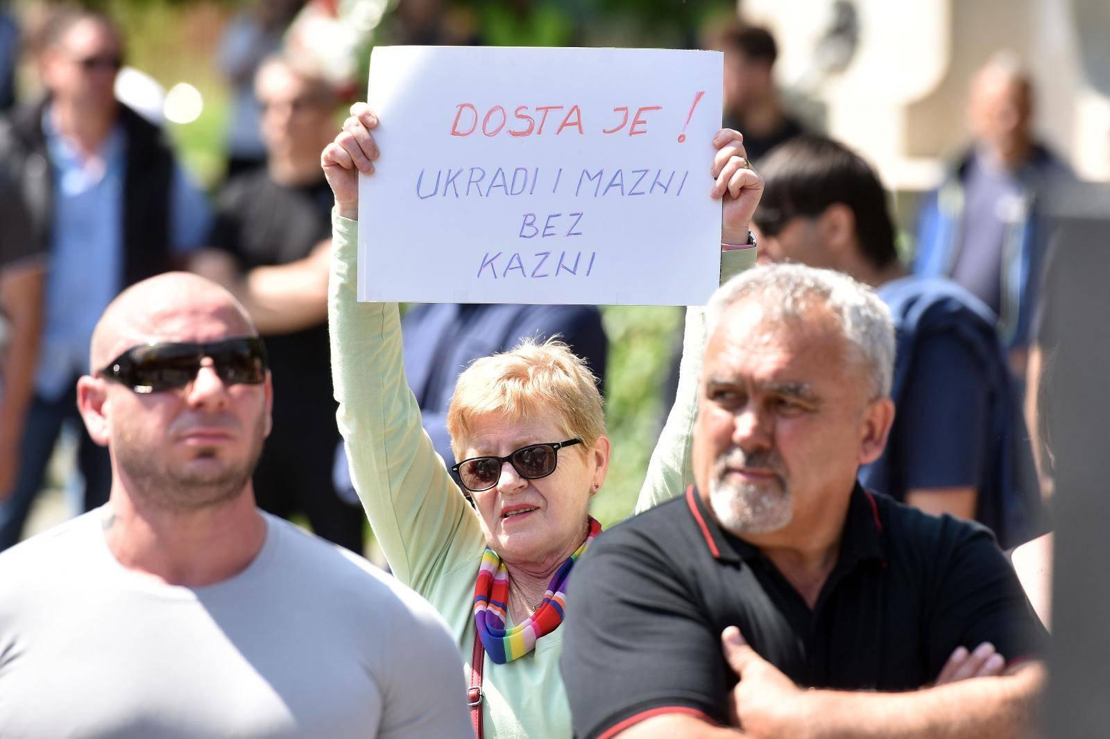 "Tisuću Čakovčana okupilo se na prosvjedu ""Želim normalan život"""