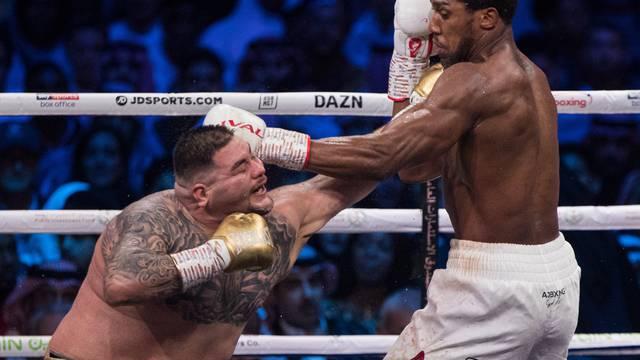 Imao je više od 130 kg u ringu i govorio: 'Ne mogu, ne mogu'